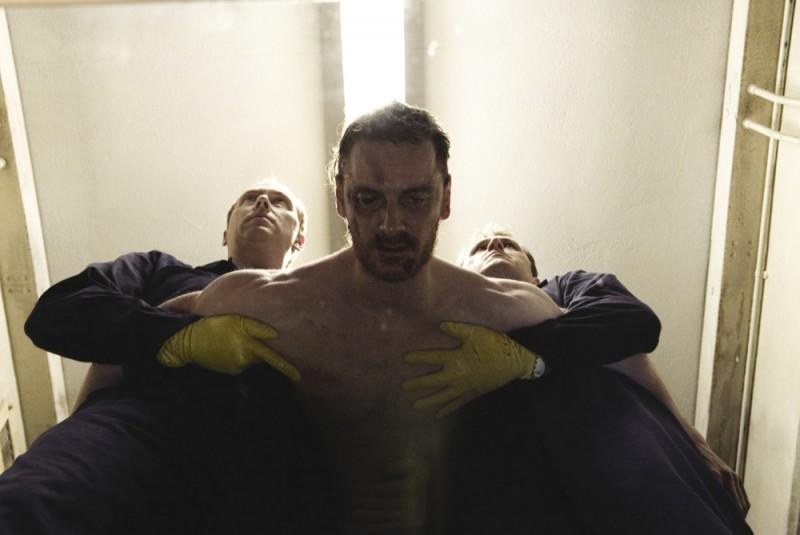 hunger-michael-fassbender-pestato-a-sangue-in-carcere-in-una-scena-del-film-236323